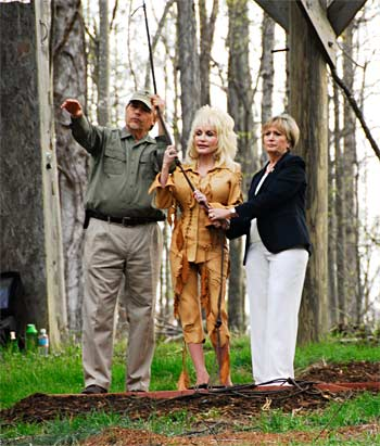 Al Cecere, Dolly Parton, and Gloia Eskridge open the nesting cage door, releasing an eaglet from the AEF's hacking tower located on Douglas Lake.